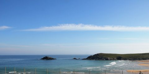 Coastal and oceanic landforms, Grass, Sport venue, Line, Horizon, Ocean, Coast, Net, Tennis court, Shore,