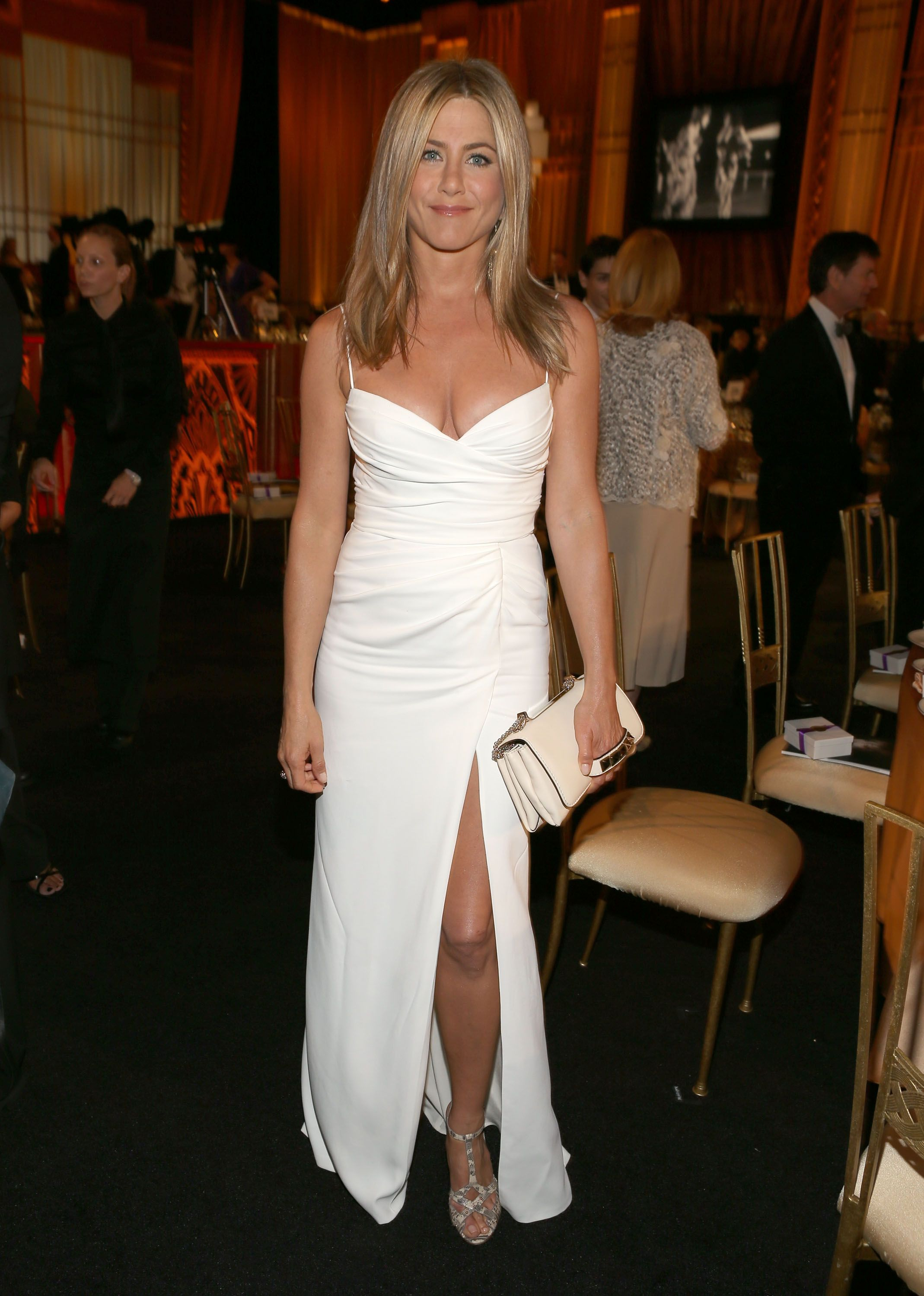 8 short wedding dress ideas inspired by Jennifer Aniston\'s wedding style
