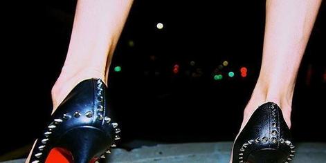 Footwear, Leg, Human leg, High heels, Joint, Red, Sandal, Basic pump, Dancing shoe, Foot,