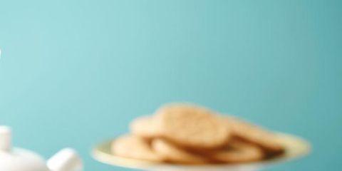 Serveware, Cuisine, Food, Dishware, Finger food, Sweetness, Macaroon, Baked goods, Tableware, Ingredient,