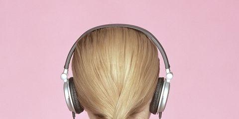 Audio equipment, Hairstyle, Amber, Temple, Neck, Gadget, Audio accessory, Magenta, Tan, Peripheral,