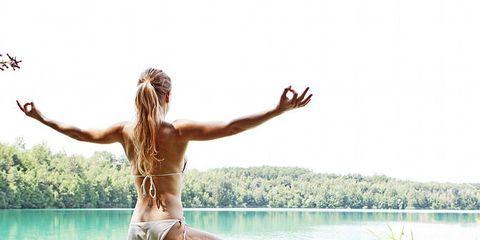 Body of water, Leg, Human leg, Water, People in nature, Summer, Barefoot, Elbow, Waist, Knee,