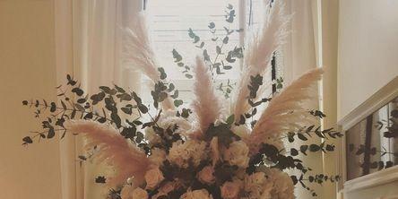 Bouquet, Interior design, Flower, Room, Interior design, Petal, Cut flowers, Flower Arranging, Vase, Artifact,