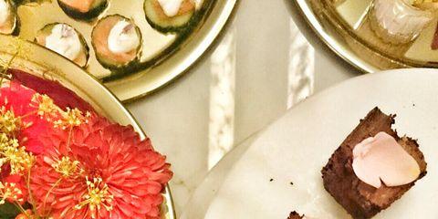 Serveware, Dishware, Cuisine, Plate, Petal, Porcelain, Centrepiece, Dish, Recipe, Flower Arranging,