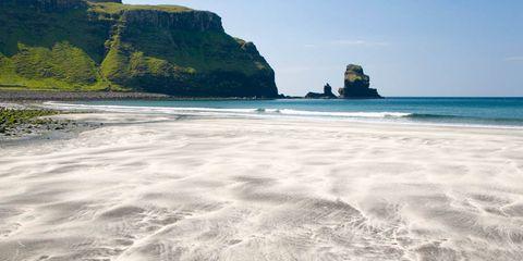 Body of water, Coastal and oceanic landforms, Water, Coast, Shore, Ocean, Terrain, Promontory, Wave, Rock,