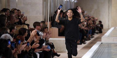 Trousers, Outerwear, Jacket, Crowd, Street fashion, Audience, Fashion design,