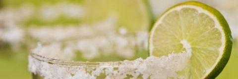 Green, Liquid, Fluid, Drink, Lemon, Citrus, Alcoholic beverage, Fruit, Cocktail, Tableware,