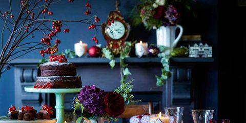 Serveware, Dishware, Sweetness, Table, Dessert, Tableware, Plate, Baked goods, Interior design, Wall clock,