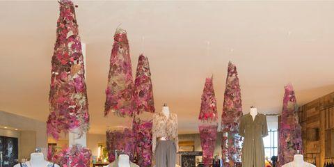 Fashion, Lavender, Magenta, Retail, Mannequin, Fashion design, Collection, Boutique, Outlet store, Christmas decoration,