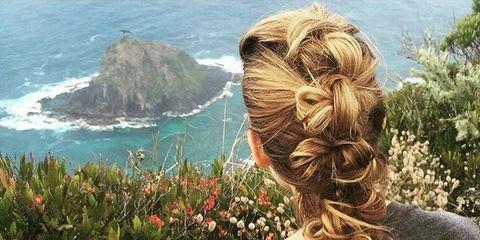 Hairstyle, Coastal and oceanic landforms, Shrub, Ocean, Coast, Brown hair, Hair coloring, Promontory, Back, Long hair,