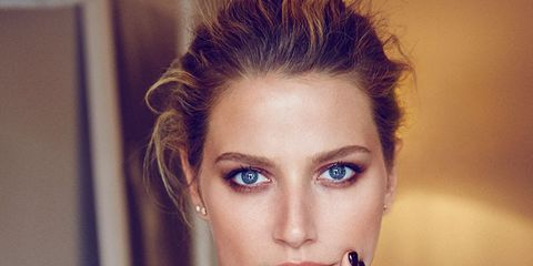Nose, Finger, Lip, Hairstyle, Skin, Eyelash, Eyebrow, Eye shadow, Organ, Wrist,