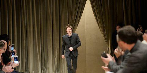 Leg, Sitting, Interaction, Blazer, Conversation, Jacket, Sharing, Curtain, Suit trousers, Fedora,