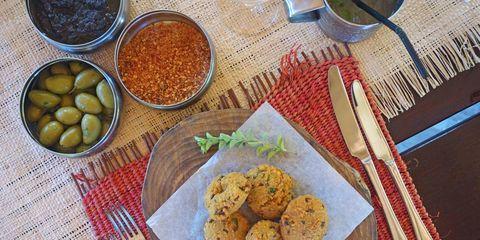 Food, Finger food, Cuisine, Biscuit, Ingredient, Dishware, Cookies and crackers, Dish, Baked goods, Serveware,