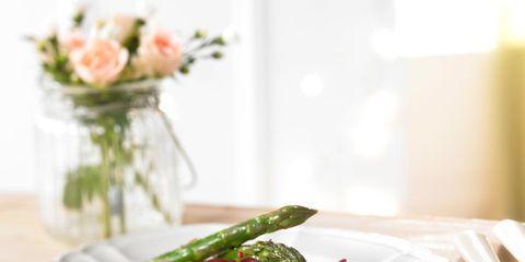 Dishware, Ingredient, Food, Serveware, Cuisine, Petal, Tableware, Meat, Dish, Garnish,