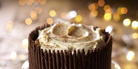 Serveware, Food, Dishware, Sweetness, Dessert, Plate, Baked goods, Kitchen utensil, Baking cup, Cake,
