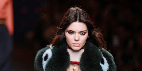 Lip, Sleeve, Textile, Outerwear, Collar, Style, Fashion model, Winter, Street fashion, Fur clothing,