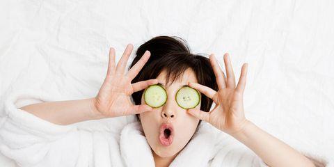 Finger, Skin, Hand, Comfort, Neck, Photography, Eyelash, Gesture, Photo shoot, Portrait photography,
