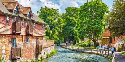 Body of water, Waterway, Channel, Neighbourhood, Watercourse, Bank, Canal, River, Roof, Village,