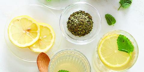 Green, Lemon, Citrus, Fruit, Leaf, Meyer lemon, Sweet lemon, Tableware, Flowering plant, Citric acid,