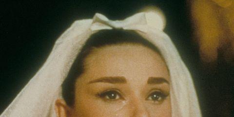 Lip, Hairstyle, Eye, Bridal veil, Forehead, Veil, Eyebrow, Bridal accessory, Iris, Organ,