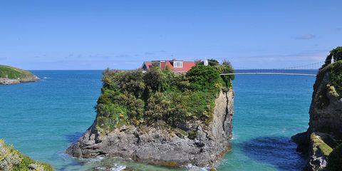 Sea, Promontory, Coast, Headland, Coastal and oceanic landforms, Bight, Ocean, Klippe, Azure, Cliff,