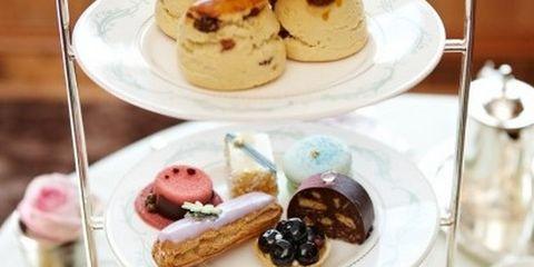 Serveware, Finger food, Food, Cuisine, Sweetness, Dishware, Ingredient, Baked goods, Dessert, Drinkware,