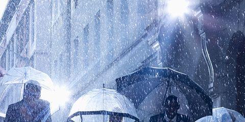 Umbrella, Winter, Interaction, Rain, Precipitation, Snow, Water feature, Drizzle, Winter storm,