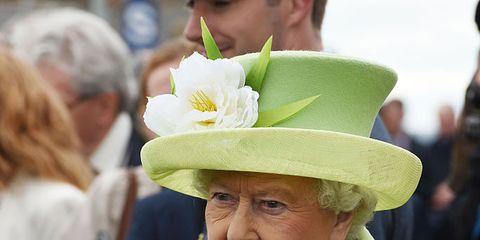 Hat, Coat, Sleeve, Green, Outerwear, Collar, Sun hat, Headgear, Blazer, Fashion accessory,