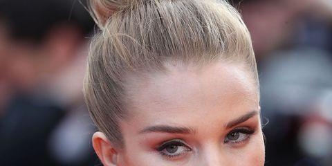 Head, Ear, Lip, Hairstyle, Skin, Eyelash, Chin, Forehead, Earrings, Eyebrow,