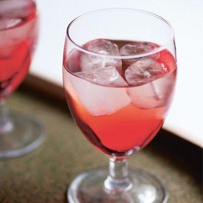Drink, Alcoholic beverage, Woo woo, Classic cocktail, Cocktail, Non-alcoholic beverage, Spritzer, Tinto de verano, Juice, Wine cocktail,
