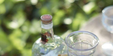 Fluid, Serveware, Glass, Bottle, Glass bottle, Drinkware, Barware, Dishware, Liquid, Alcoholic beverage,