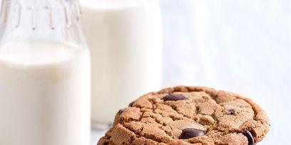 Brown, Finger food, Biscuit, Food, Baked goods, Cookies and crackers, Ingredient, Dessert, Cookie, Sweetness,