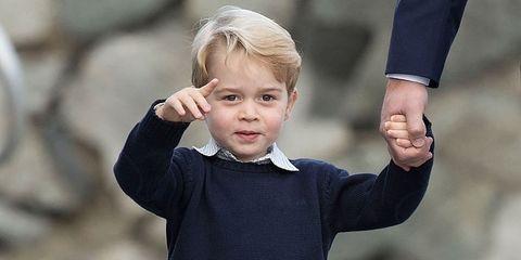 Finger, Sleeve, Standing, Child, Active shorts, Shorts, Baby & toddler clothing, Toddler, Bermuda shorts, Gesture,