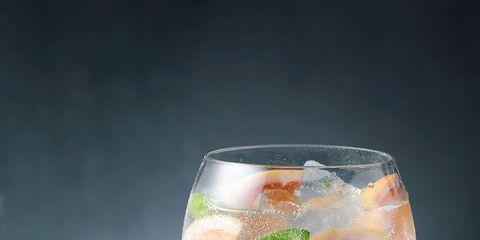 Glass, Fruit, Citrus, Cocktail, Classic cocktail, Alcoholic beverage, Drink, Drinkware, Stemware, Produce,