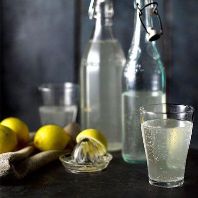 Drink, Lemon, Alcoholic beverage, French 75, Gin and tonic, Distilled beverage, Bottle, Lemonade, Glass bottle, Liqueur,