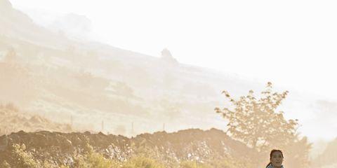 Atmospheric phenomenon, Asphalt, Jogging, Morning, Running, Beige, Mist, Haze, Walking, Fog,