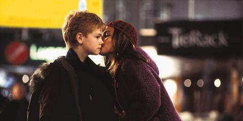 Kiss, Romance, Interaction, Love, Street fashion, Honeymoon, Scene, Hug,