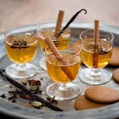 Golden glögg cocktail