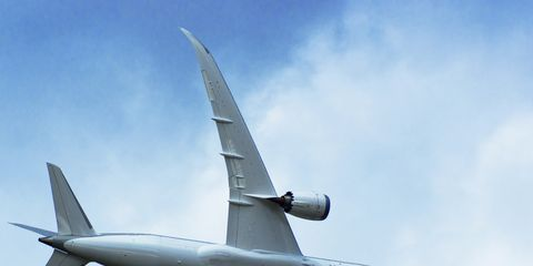 Airplane, Aircraft, Sky, Daytime, Flight, Airliner, Atmosphere, Aviation, Air travel, Wing,