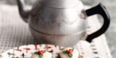 Serveware, Finger food, Green, Food, Dishware, Cuisine, Ingredient, Canapé, Tablecloth, Dessert,