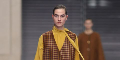 Sleeve, Fashion show, Textile, Bag, Style, Runway, Fashion model, Street fashion, Shoulder bag, Fashion,