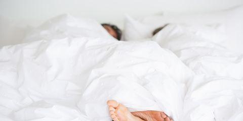 Comfort, Skin, Bedding, Linens, Barefoot, Bed sheet, Foot, Bedroom, Bed, Duvet,