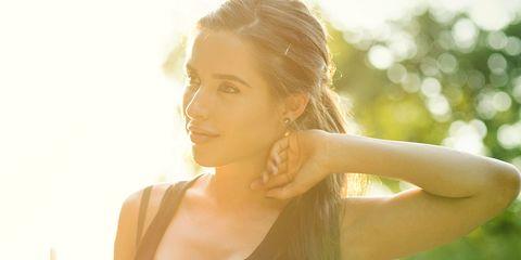 Water, Hair, Shoulder, Skin, Sunlight, Beauty, Light, Yellow, Blond, Arm,