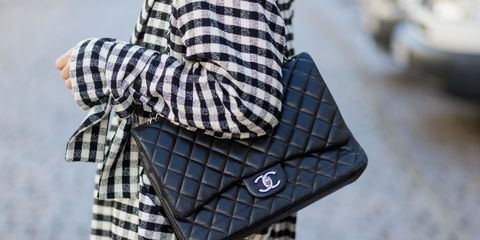 Street fashion, Fashion, Bag, Handbag, Plaid, Pattern, Fashion accessory, Design, Tartan, Sleeve,