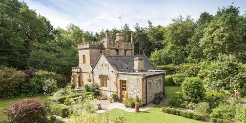 Property, Estate, Building, Natural landscape, House, Home, Architecture, Real estate, Cottage, Mansion,