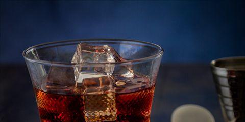 Drink, Black russian, Punsch, Campari, Alcoholic beverage, Liqueur, Distilled beverage, Old fashioned glass, Amaretto, Negroni,
