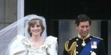 Ceremony, Event, Uniform, Wedding dress, Dress, Military officer, Gesture, Wedding, Tradition, Monarchy,