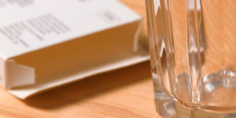 Serveware, Glass, Drinkware, Rectangle, Dishware, Metal, Home accessories, Transparent material, Material property, Kitchen utensil,