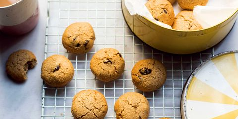 Finger food, Food, Cookies and crackers, Biscuit, Baked goods, Dessert, Ingredient, Cookie, Cuisine, Chocolate chip cookie,