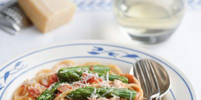 Food, Cuisine, Ingredient, Dishware, Serveware, Spaghetti, Noodle, Tableware, Pasta, Glass,